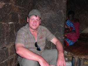 Andreas (inselhopper) bei dem Massai in Kenia